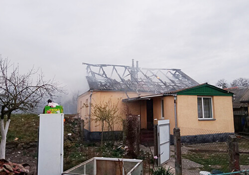 У Полонному пожежа знищила дах житлового будинку