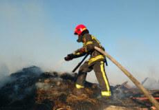 На Шепетівщині вогнеборці врятували три суміжних з пожежею будівлі