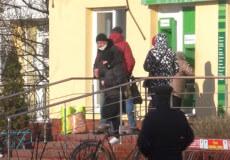 Черги пенсіонерів «за тисячею» змусили міського голову Славути просити збільшення кількісті кас в ОТГ