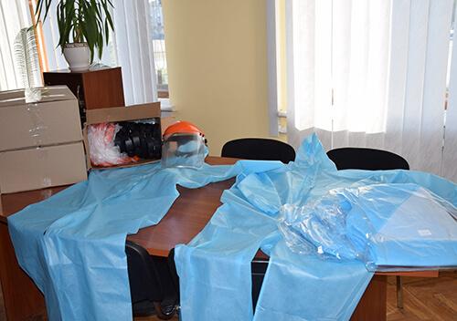 Шепетівська міська рада закупила одноразовий медичний одяг на фабриці у Новограді-Волинському