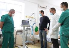 Шепетівська міська рада вручила лікарні апарат ШВЛ експертного класу
