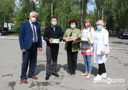 Шепетівській ЦРЛ передали медикаменти славутського виробництва