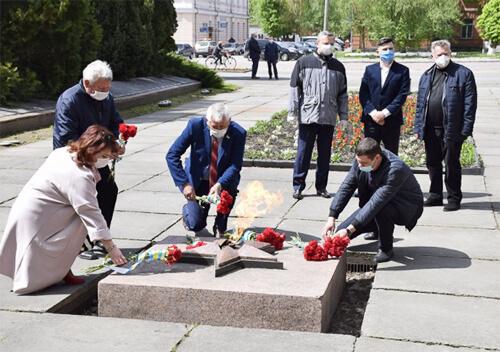 У Шепетівці покладання квітів з нагоди Дня Перемоги відбулося в умовах карантину