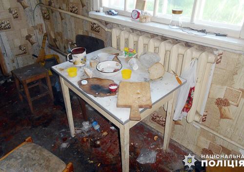 У Шепетівці 41-річний чоловік під час застілля побив свого гостя