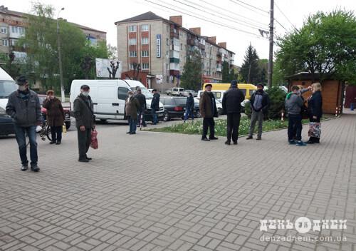 Допоки чекають дозволу відкрити шепетівський центральний ринок, «процвітає» стихійна торгівля