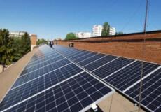 На Хмельниччині працівники коледжу самотужки змонтували сонячну електростанцію