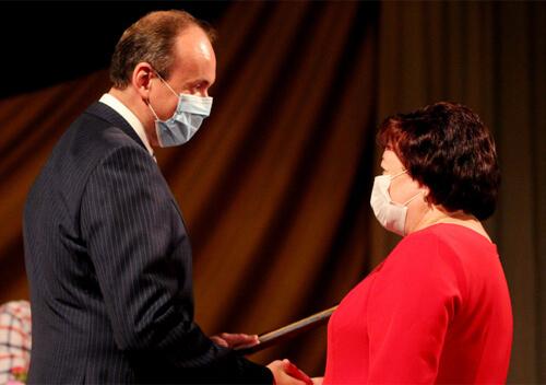 Головний лікар Шепетівської ЦРЛ отримала нагороду від облдержадміністрації до Дня медика