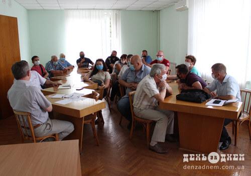 У Шепетівці жителі приватного сектору перепинили артилерійську самохідку (Оновлено)