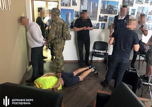 На Хмельниччині затримали групу псевдовисокопосадовців на хабарі у понад мільйон гривень
