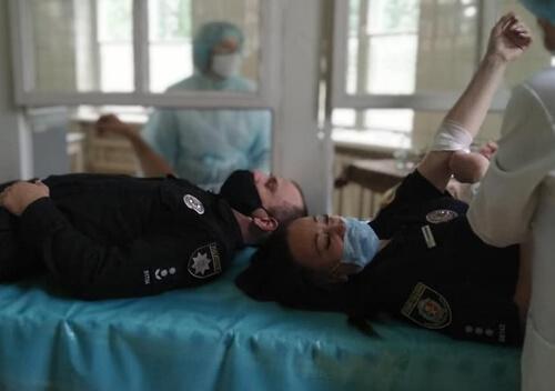 Шепетівські поліцейські та пенсіонери-правоохоронці здали донорську кров