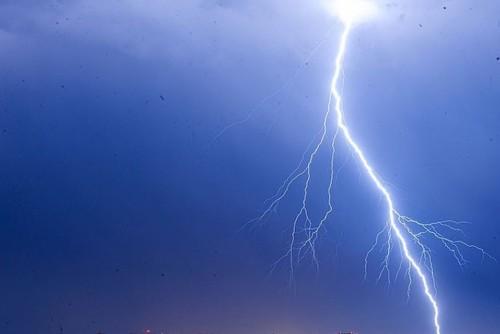 На Шепетівщині блискавка наробила біди: горіли будівлі