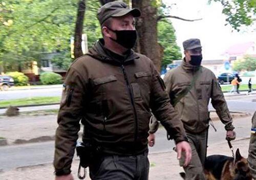 У Хмельницькому по «гарячих слідах» затримали чоловіка, що погрожував ножем касиру