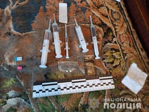 На Хмельниччині чоловіка змушували зайнятися наркоторгівлею або заплатити 2 тисячі доларів відступних
