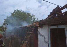 У Полонському районі від розряду блискавки згорів сарай