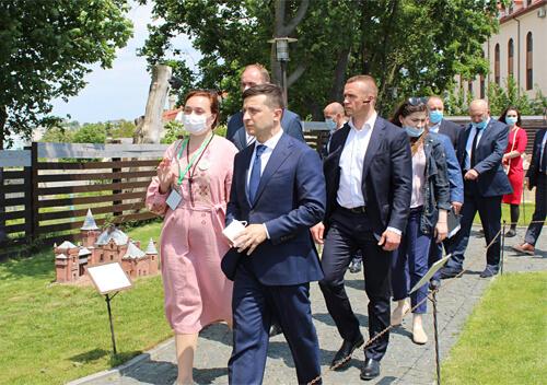 У Кам'янці-Подільському президент оглянув фортецю та придбав сувеніри