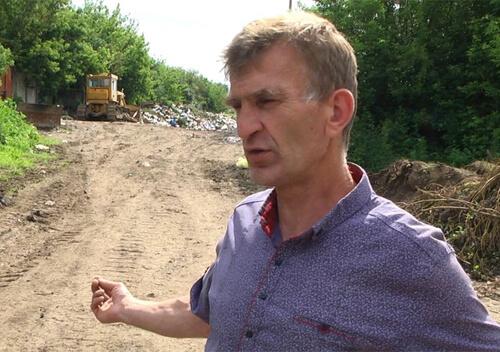 Комунальники Красилова тиждень скидали сміття на сільську дорогу