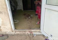На Хмельниччині чоловік ледве не зарізав кухонним ножем колишню співмешканку та її матір