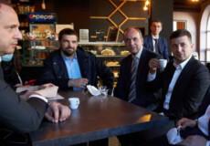 Зеленського не змогли оштрафувати за каву в кав'ярні, бо він недоторканний: суддя чекає роз'яснень