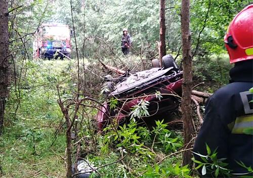 Неподалік Шепетівки рятувальники діставали авто з кювету