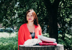 Шепетівчанка Діна Хмиз перетворює захоплення плетивом на джерело заробітку