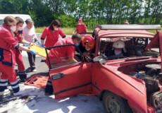 Рятувальники із Нетішина деблокували 2 потерпілих у ДТП