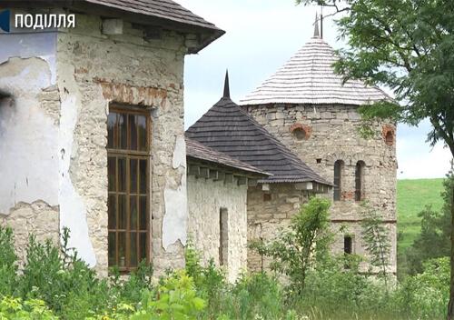 У вежі панського маєтку на Хмельниччині облаштують романтичне місце для молодят