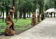 У хмельницькому парку поселилися казкові фігури