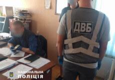 На Хмельниччині чоловіка взяли на спробі підкупу посадовця поліції