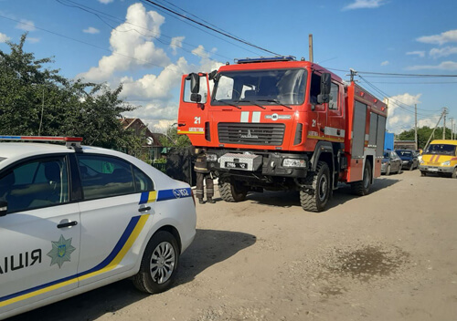 Шепетівські рятувальники ліквідували пожежу на приватному обійсті