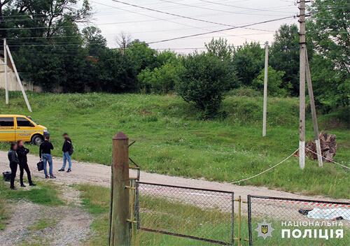 На Хмельниччині поблизу церкви знайшли мертвим 69-річного пенсіонера