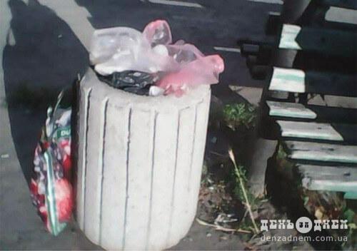 Вуличні урни не призначені для домашнього сміття