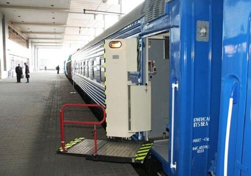 У Хмельницькому на залізниці з'явиться підйомник для посадки у вагони осіб з інвалідністю