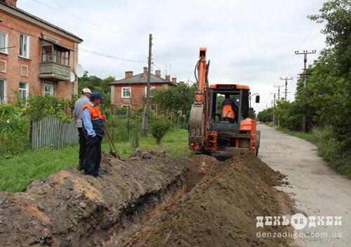 У віддаленому мікрорайоні Шепетівки до серпня можуть завершити будівництво водогону