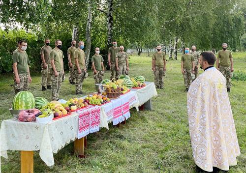 У Шепетівці військовослужбовці відзначили яблучний Спас
