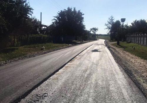 У віддаленому селі Шепетівщини ремонтують 2 кілометри дороги