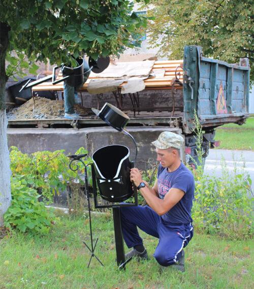 У Славуті на алеї закоханих встановили лавочки та урни