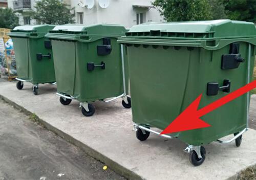 У Славуті встановили 13 сміттєвих контейнерів із педаллю