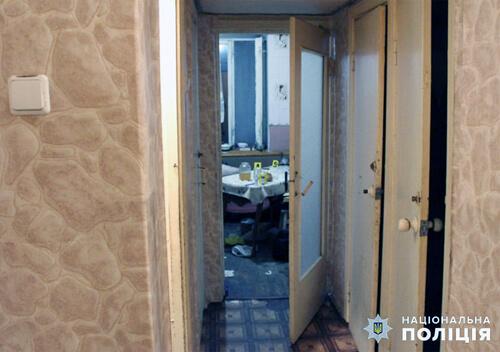 Чоловіка, який на Полонщині зарізав власну матір, суд на 8 років позбавив волі