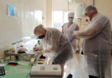 У навчальних закладах Ізяславщини відібрали харчі для перевірки