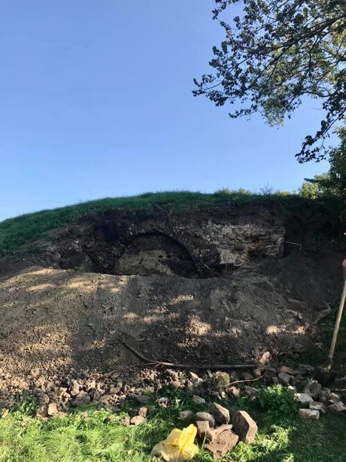 У Полонному внаслідок зсуву ґрунту показалися залишки фортеці