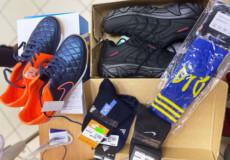 У Нетішині благодійник таємно передав кошти на одяг та взуття для дитини, що його потребує