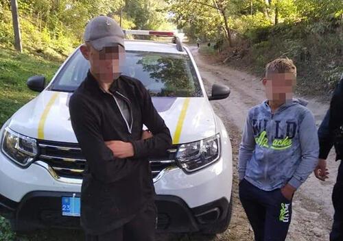 Двох неповнолітніх втікачів із спецшколи розшукали білогірські полісмени