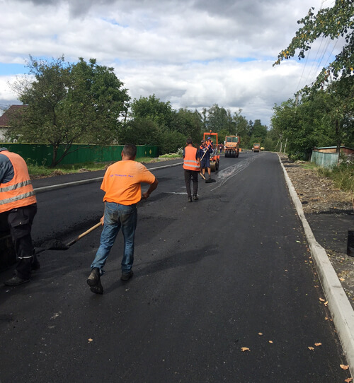 У селищі на Полонщині триває капітальний ремонт дороги вартістю 2,8 млн грн