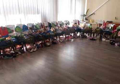 Полонська та Нетішинська ОТГ допомогли дітям зібратися до школи