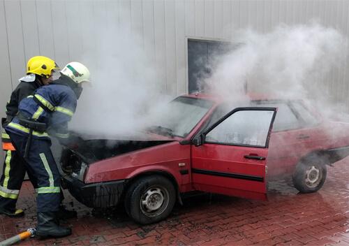 У Славуті через несправність електричної системи ледь не згорів автомобіль
