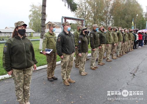 У Шепетівці на території військової частини освятили козацький хрест