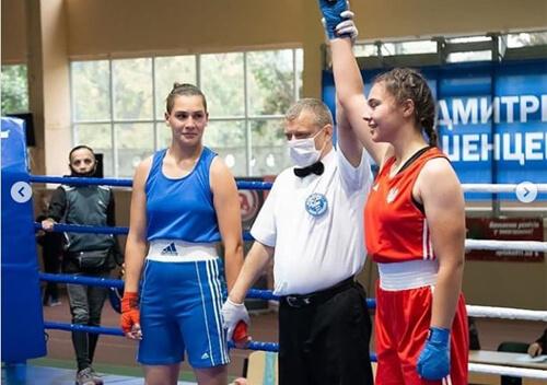Юнка зі Славути стала трикратною чемпіонкою України з боксу серед жінок