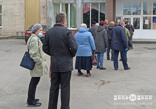 Низька явка виборців та відкрите кримінальне провадження: як проходять вибори на Шепетівщині