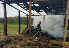 На Славутчині пожежу сінника могли спричинити дитячі пустощі з вогнем