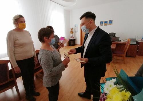 Шепетівський район поповнився трьома мамами-героїнями